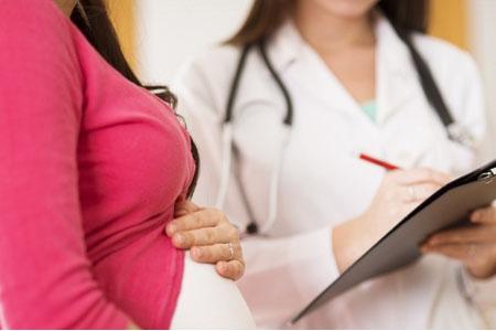 Беременная на приеме у лечащего врача