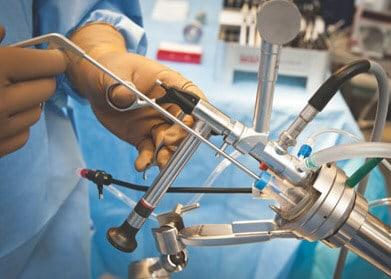 Проведение хирургического вмешательства двусторонним методом