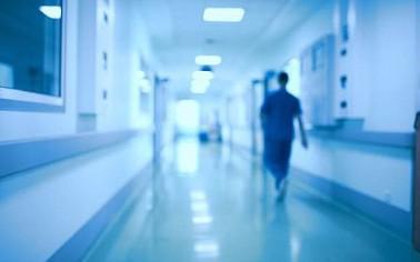 Больничный коридор и врачи